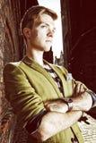 Junger gutaussehender Mann auf Straße, alte Stadt Gdansk Stockbilder