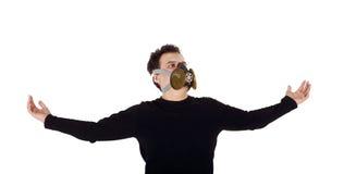Junger gutaussehender Mann im schwarzen Hemd und im Respirator Stockfotos