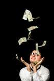 Junger gutaussehender Mann und Geldfallen Stockfotos