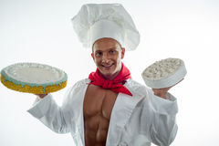 Junger hübscher Chef mit Kuchen Lizenzfreies Stockbild