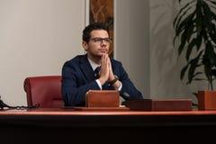 Junger hübscher Geschäftsmann In Blue Suit Stockbilder