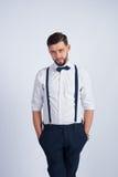 Junger hübscher Kerl in einem weißen Hemd Stockbild