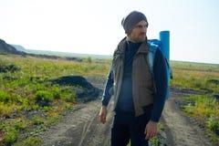 Junger hübscher Wanderer Lizenzfreie Stockfotografie