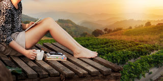 Junger Hippie mit Sonnenuntergang Lizenzfreies Stockbild
