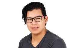 Junger hispanischer Mann mit Gläsern Lizenzfreies Stockfoto