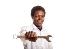 Junger Holdingschlüssel des schwarzen Mannes Stockfotografie