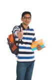 Junger indischer Collegemann mit den Daumen oben Stockfoto