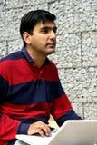 Junger indischer Kursteilnehmer. Stockfotos
