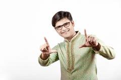Junger indischer Mann auf traditioneller Abnutzung lizenzfreies stockbild