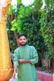 Junger indischer Mann in der traditionellen Abnutzung lizenzfreies stockbild