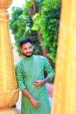 Junger indischer Mann in der traditionellen Abnutzung stockfoto