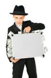 Junger Junge, der einen Koffer mit Geld anhält Stockfotografie