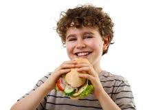 Junger Junge, der gesundes Sandwich isst Stockfotos
