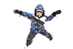 Junger Junge, der im Schnee spielt Stockfotos