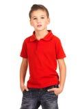 Junger Junge, der am Studio als Art und Weisebaumuster aufwirft. Stockfoto