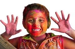 Junger Junge des Nahaufnahmegesichtes, der Holi das Lächeln spielt Lizenzfreies Stockbild