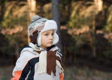 Junger Junge in einem Wald Lizenzfreie Stockfotos