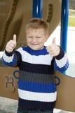 Junger Junge im Park Lizenzfreies Stockfoto