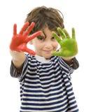 Junger Junge mit den gemalten Händen Stockfoto