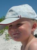Junger Junge mit sandigem Mund Stockbild