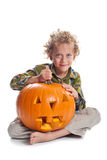Junger Junge mit Steckfassung-Olaterne Stockfoto