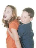 Junger Junge und Mädchen, die körperlich ist Lizenzfreie Stockfotografie