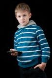 Junger Jungenholding-Handy Lizenzfreies Stockfoto