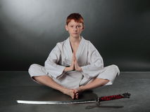 Junger Karate-Mann. Stockfoto