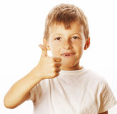 Junger kleiner Junge lokalisierte Daumen oben auf dem weißen Gestikulieren Stockbild