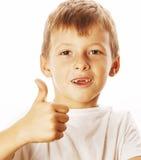 Junger kleiner Junge lokalisierte Daumen oben auf dem weißen Gestikulieren Lizenzfreie Stockbilder