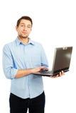 Junger Kursteilnehmerholdinglaptop lizenzfreies stockfoto