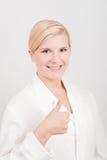 Junger lächelnder weiblicher Doktor Lizenzfreie Stockfotos