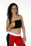Junger Latina mit Orangensaft Lizenzfreies Stockfoto