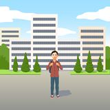 Junger Latino Junge mit der Schultasche oder Rucksack, die draußen in der Straße stehen stock abbildung