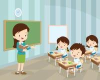 Junger Lehrer und Studenten im Klassenzimmer Stockfoto