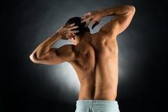 Junger männlicher Bodybuilder von der Rückseite Lizenzfreie Stockfotografie