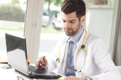 Junger männlicher Doktor Lizenzfreies Stockbild