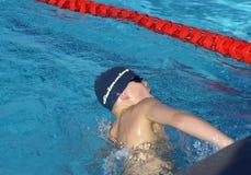 Junger männlicher Schwimmer Stockfotos
