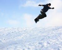 Junger Mann auf Snowboard Stockfotos