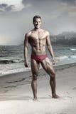 Junger Mann auf Strand Lizenzfreies Stockbild