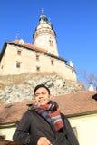 Junger Mann in Cesky Krumlov Stockbilder