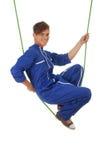 Junger Mann in den akrobatischen Tricks Lizenzfreie Stockfotos