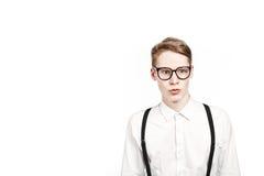 Junger Mann in den Glasüberraschungen und -schock Stockfotos