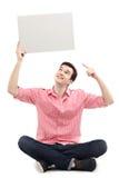 Junger Mann, der auf leeres Zeichen zeigt Lizenzfreies Stockbild