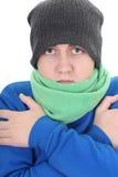 Junger Mann in der blauen Strickjacke und im grünen Schal Stockbild