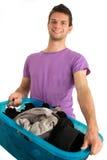 Junger Mann, der die Wäscherei tut lizenzfreies stockfoto