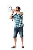 Junger Mann, der durch Megaphon schreit Lizenzfreie Stockfotos