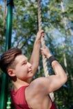 Junger Mann, der Eignungübung tut Lizenzfreie Stockbilder