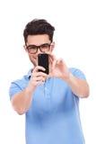 Junger Mann, der ein Foto von Ihnen macht Lizenzfreie Stockfotos