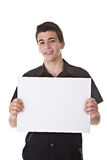Junger Mann, der einen unbelegten Vorstand anhält Lizenzfreies Stockbild